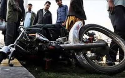 لاہور میں جاپانی سفارتخانے کی گاڑی کی ٹکر سے نوجوان زخمی،فرار کی کوشش پر لوگوں نے پکڑ لیا،پولیس طلب
