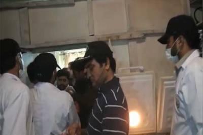 معروف ن لیگی رہنما کے ہوٹل پر پنجاب فوڈ اتھارٹی کا چھاپہ ، الٹا ٹیم کو ہوٹل میں بند کر دیا گیا ، یہ کون سیاستدان ہے ؟ انتہائی حیران کن خبر آ گئی