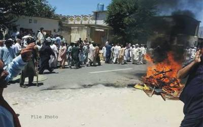 مسجد سے یوپی ایس، بیٹریاں چوری ہونے پر شہریوں کا احتجاج،گجرات منڈی بہاؤالدین روڈ بلاک کر دی