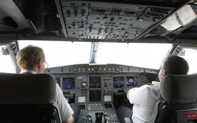 """"""" میرے سینے میں درد ہو رہی ہے """" دوران پرواز پائلٹ کو ہارٹ اٹیک آ گیا اور اس نے کنٹرول ٹاور کو یہ پیغام بھیجا جس کے بعد ۔۔۔ ایسی خبر آ گئی کہ سن کر آپ بھی ہل کر رہ جائیں گے"""