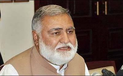 ہمارا مقابلہ عمران خان سے نہیں مغربی قوتوں سے ہے،فضل الرحمن کے سپاہی کو گولڈ سمتھ کا ایجنڈا رکھنے والے شکست نہیں دے سکتے :اکرم خان درانی