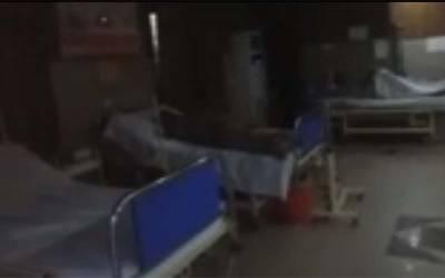 سول ہسپتال مانگا منڈی میں ڈاکٹر ایمرجنسی میں اے سی چلا کر سوتے رہے ، مریضہ درد میں تڑپتی رہی