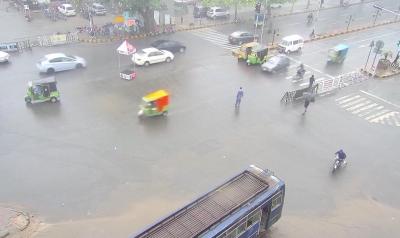لاہور سمیت پنجاب بھر میں موسلا دھار بارش، نشیبی علاقے زیر آب ، مساجد کی دیواریں گرنے سے 13 افراد زخمی