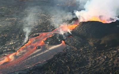 ہوائی کے آتش فشاں سے لاوا ندی کی صورت بہنے لگا،ہزاروں افراد محفوظ مقام پر منتقل