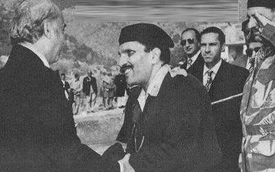 ''پاکستان کا وہ آرمی چیف جس نے چاپلوسی سے سلام کیا تو وزیر اعظم پاکستان خفا ہوگئے اور کہا کہ ۔۔۔'' سابق بیوروکریٹ کی کتاب میں حیرت انگیز دعویٰ