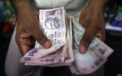 بھارتی روپیہ ڈالر کے مقابلے میں تاریخ کی کم ترین سطح پرآگیا