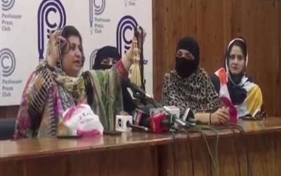 'علی امین گنڈا پور یہ کاروبار کرتے ہیں اور ۔ ۔ ۔'' تحریک انصاف کی خواتین پراندے اور چوڑیاں لے آئیں، انتہائی سنگین الزام لگا دیا
