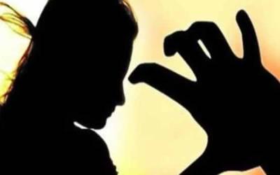 ٍ شوہر کا بیوی پر بہیمانہ تشدد ، مرچیں لگے ڈنڈے سے شرمناک سلوک