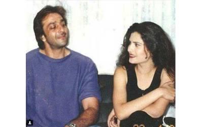 پاکستانی اداکار ہ ریشم نے سنجے دت کے ساتھ ایسی تصویر شیئر کردی کہ سوشل میڈیا پر 'آگ ' لگا دی