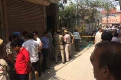 سفاک قاتلوں نے ایک ہی گھر کے 11افراد کو قتل کر کے لاشیں جال سے لٹکا دیں