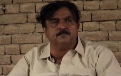 جہانگیر ترین کے مقابلے میں الیکشن لڑنے والے صدیق بلوچ تو آپ کو یاد ہوں گے ؟ وہ اپنے حلقے میں ووٹ کس مظلومانہ طریقے سے مانگتے ہیں ؟ تصویر دیکھ کر آپ کو بھی ترس آجائے گا