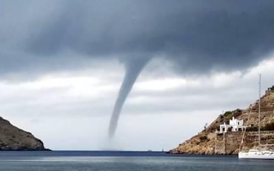 یونان،ساحل پر خطرناک پانی کا بگولہ، تصاویر سوشل میڈیا پر وائرل