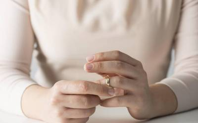 'جو جوڑے شادی کے فوراً بعد سب کے سامنے یہ کام کرتے ہیں ان کی طلاق کا خطرہ بہت زیادہ ہوتا ہے'