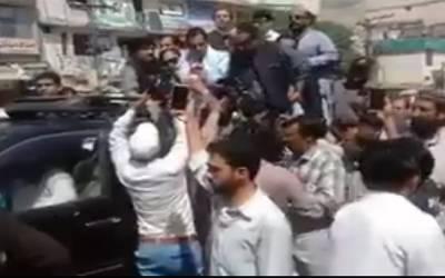 کیپٹن صفدر کی ریلی لال حویلی کے قریب پہنچ گئی، تھانہ وارث پولیس نے گرفتاری کیلئے ناکہ لگا لیا