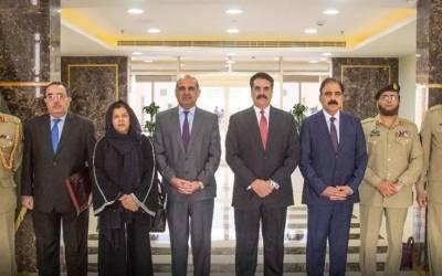 پاکستانی دفاعی وفد کا دورہ سعودی عرب، ڈی جی ایم او کی راحیل شریف کیساتھ ایسی تصویر سامنے آگئی کہ ہرپاکستانی خوشی سے جھوم اٹھے گا