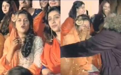 نوجوان لڑکی کی شادی پر اس کی بہترین سہیلی نے ایسا کام کردیا کہ ہر کوئی رونے پر مجبور ہوگیا، دیکھ کر آپ کے بھی آنسو نہ رکیں گے