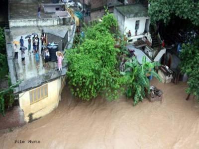 ممبئی میں طوفانی بارشوں کے بعد سیلاب نے تباہی مچادی
