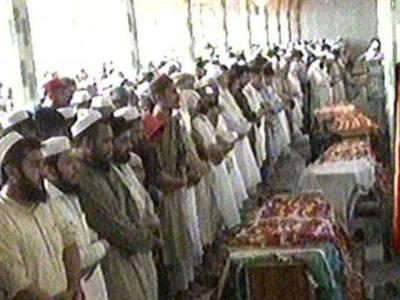 پشاور خودکش دھماکے میں شہیدہونے والے10 افراد کی نمازجنازہ اداکردی گئی ، شہر میں سوگ کا سماں