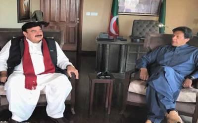 عمران خان اور شیخ رشید میں ملاقات، موجودہ ملکی صورتحال پرتبادلہ خیال کیا گیا
