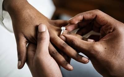 'شادی شدہ افراد کی یہ چیز کم ٹوٹتی ہے' سائنسدانوں نے شادی کا انتہائی حیران کن فائدہ بتادیا