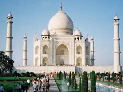 سیاحوں کو تاج محل میں نماز ادا کرنے پر پابندی کا سامنا