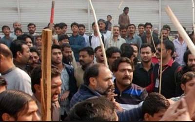 مسلم لیگ ن کے کارکنوں کا تحریک انصاف کے کارکنوں پر تشدد، 4کو زخمی کردیا
