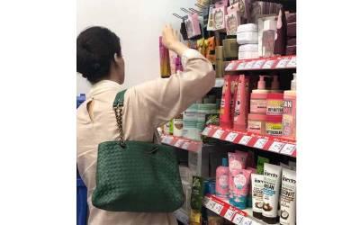 مریم نواز ابو ظہبی ایئرپورٹ سے کیا چیز خریدتی رہیں ؟ انتہائی حیران کن تصویر سامنے آ گئی