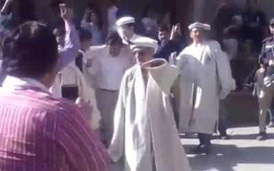 ہنزہ میں چیف جسٹس میاں ثاقب نثار کے روایتی ڈانس کی ویڈیو سوشل میڈیا پر وائرل ہوگئی