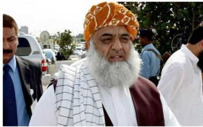 حالات مختلف نظر آ رہے ہیں،تبدیلی آئے گی ،مولانا فضل الرحمان نے این اے238 میں ووٹ کاسٹ کردیا