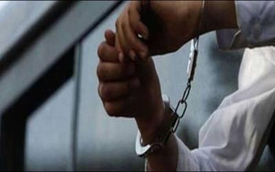چنیوٹ،پولنگ سٹیشن کے اندر جھگڑے پر آزادامیدوار فتح شیر کھوکھر سمیت 5 افراد گرفتار