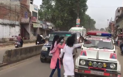 بھارتی پولیس کا بی جے پی سربراہ کی گاڑی کے سامنے آنے والی طالبات پرتشدد