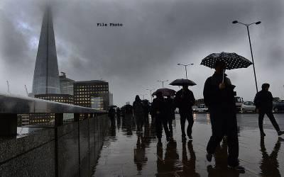 برطانیہ،شدید بارشیں ، 17افراد زخمی ،سیاحوں کی مشکلات بڑھ گئیں