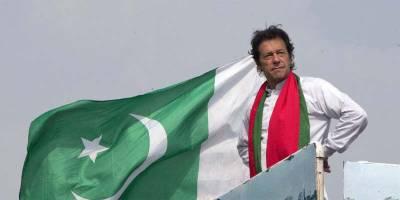 عمران خان پانچ نشستوں سے کامیاب لیکن اب کونسی سیٹ رکھ کر باقی چھوڑ نے کا فیصلہ کرلیا؟ نجی ٹی وی چینل نے تہلکہ خیز دعویٰ کردیا