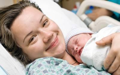 'بچے کی پیدائش کے ایک گھنٹے کے اندر ماں کو ہر صورت یہ کام کردینا چاہیے' سائنسدانوں نے شادی شدہ جوڑوں کو اہم ترین بات بتادی