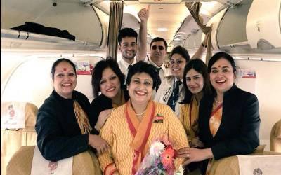 بھارتی ایئر ہوسٹس ماں کی آخری فلائٹ پائلٹ بیٹی نے اڑائی،شاندارفیئرویل