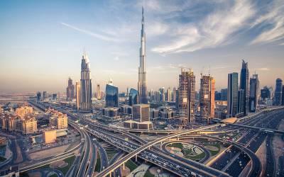 متحدہ عرب امارات میں مقیم غیر قانونی تارکین وطن کا انخلاء شروع ہوگیا، ہزاروں افراد عام معافی کے اعلان کے بعد سہولت مراکز پہنچ گئے