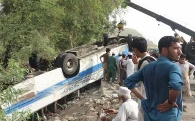 کوہاٹ،سماری کے قریب مسافر وین اور ٹینکر میں ٹکر،21افراد جاں بحق ،متعدد زخمی