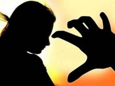 لاہور: 8 سالہ بچی سے مبینہ زیادتی، اہل علاقہ کا احتجاج