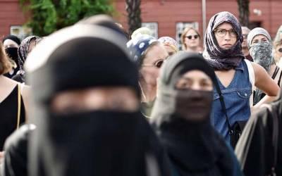 مسلم خاتون کے خلاف کئے گئے اس شرمناک اقدام نے انسانیت کاسر شرم سے جھکا دیا