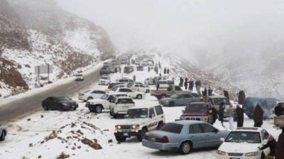 اللہ کی قدرت پر انسان انگشت بدنداں، ریگستانوں میں برفباری نے سب کو حیران کردیا