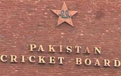 پاکستان کرکٹ بورڈ نے سینٹرل کنٹریکٹ کا اعلان کر دیا ،محمدحفیظ تنزلی کے بعد بی کیٹگری میں شامل