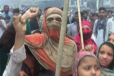 پشاور میں شہری سڑکوں پر آ گئے ، لیکن کیوں ؟ وجہ جان کر عمران خان کی پریشانی کی حد نہ رہے گی