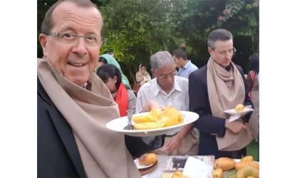 جرمنی کے سفیر مارٹن کوبلر نے مینگو پارٹی میں آم کھائے اور سوشل میڈیا پر آم کی قسم کا غلط نام لکھ دیا پھر حامد میر میدان میں آئے اور ۔۔ایسی خبر آئی کہ آپ بھی ہنس ہنس کر لوٹ پوٹ ہو جائیں گے