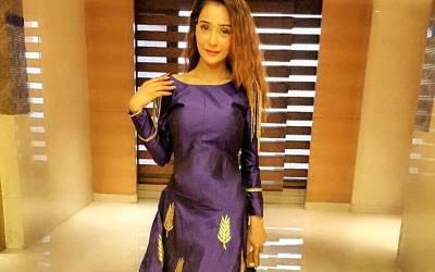 'تم اپنا مذہب تبدیل کرلو' معروف مسلمان اداکارہ کی ایسی تصویر سامنے آگئی کہ لوگوں کا غصہ آسمان پر جا پہنچا