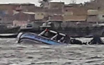 پاک بحریہ کا ریسکیو آپریشن، کشتی پر پھنسے افراد کو بچالیا