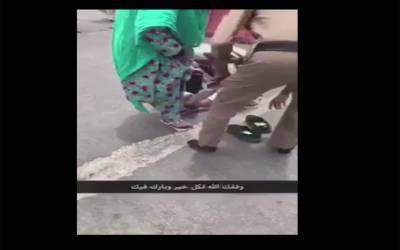 بزرگ حاجن کو گرمی سے بچانے کے لئے سعودی اہلکار کا قابل دید انسانی جذبہ