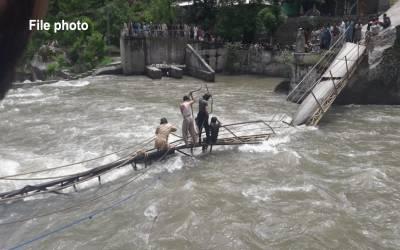 آزادکشمیر: مسافروین برساتی نالے میں بہہ گئی، 2 خواتین سمیت 3جاں بحق