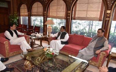 پنجاب میں تبدیلی نظر آنی چاہئے، عمران خان سے عثمان بزدار کی ملاقات، وزیراعلیٰ منتخب ہونے پر مبارکباد