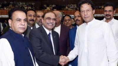 '' نکاح کے بعد قاضی صاحب ایک دعا ضرور زیرِ لب مانگتے ہیں 'یا اللہ یہی شادی کامیاب کر دے' میری بھی عمران خان کے لیے دعا ہے کہ پانچ برس پورے کرلیں: وسعت اللہ خان