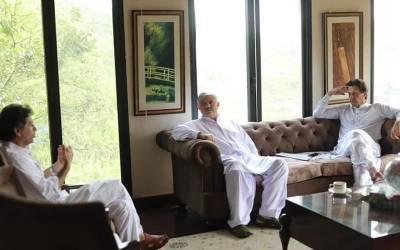 وزیر اعظم عمران خان سے وزیر اعلیٰ کے پی کے محمو دخان کی ملاقات، کابینہ کی تشکیل پر مشاورت